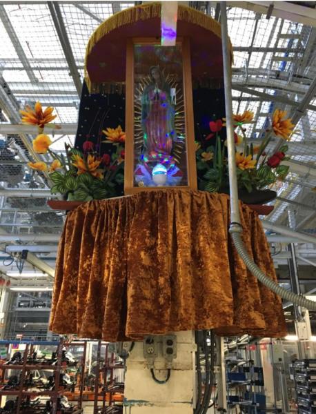Altar in der Werkshalle